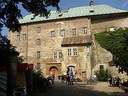 250px-Burg_Houska